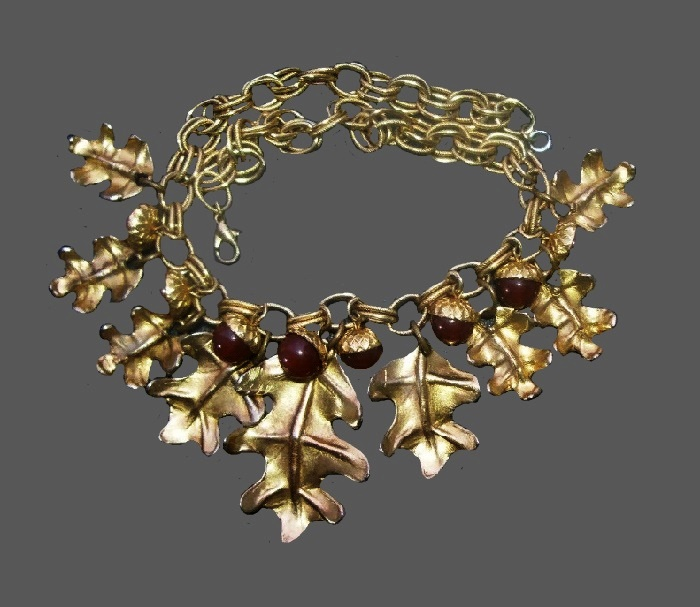 Oak leaf Vintage Dauplaise necklace. Marking on each leaf. Made of aged gold metal
