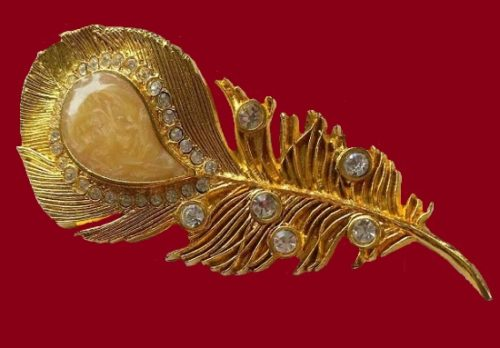Claire Deve vintage costume jewelry. Peacock feather brooch. Jewelery alloy gold color, gilding, crystals. Size 10 cm x 4.5 cm. Marked Claire Deve Paris