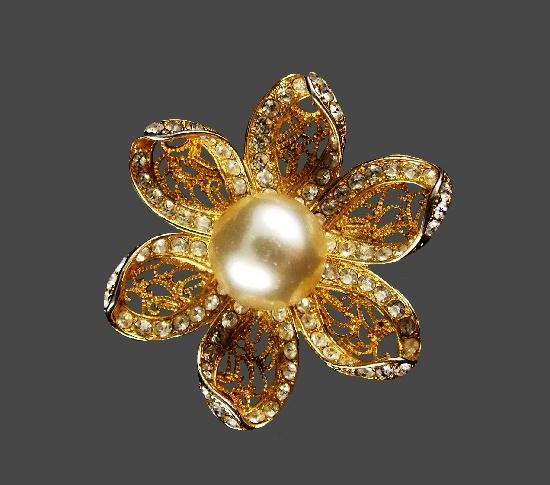 Filigree flower brooch. Gold tone metal alloy, faux pearl, rhinestones