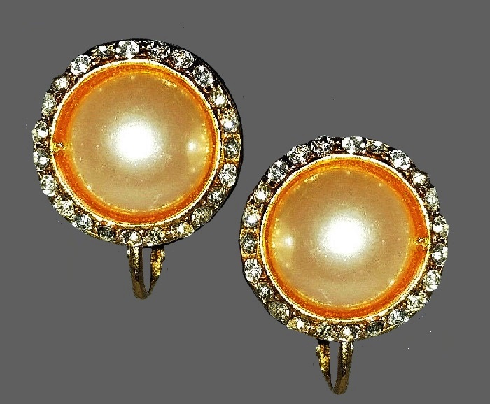 Round button like earrings. Gold tone jewelry alloy, clear crystals, faux pearl