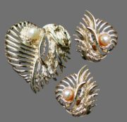 Set of leaf brooch and earrings. Jewelry alloy, faux pearl