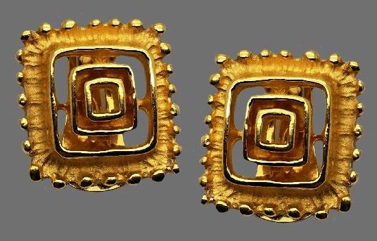 Square geometric shape earrings. Textured gold tone metal