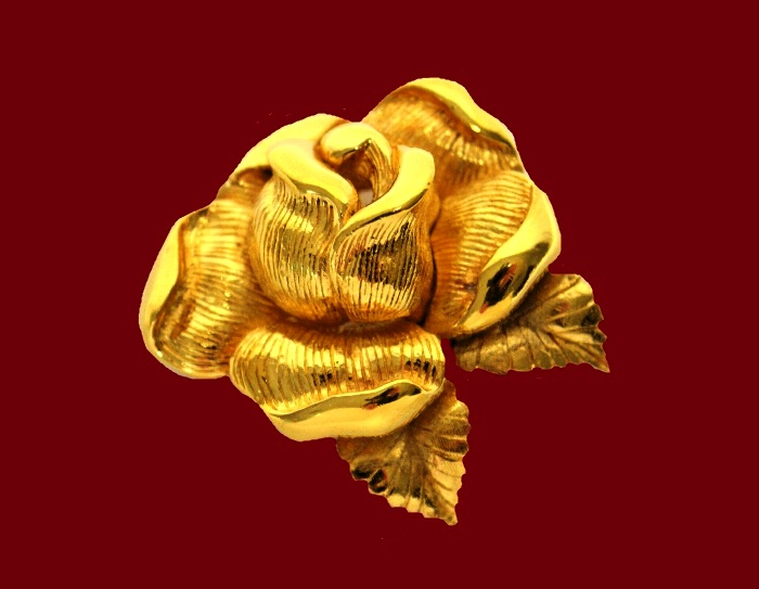 Textured gold tone metal rose brooch. 4 cm