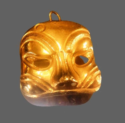 Theatrical Mask vintage 1980s brooch pendant of gold tone