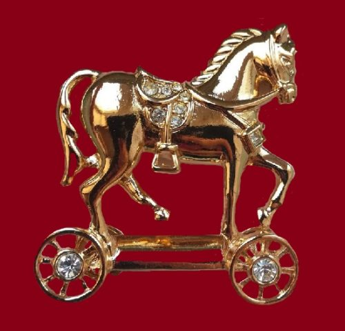 Toy horse gold tone vintage brooch. 4 cm