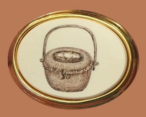 Vintage broochg Basket. 3.5 cm