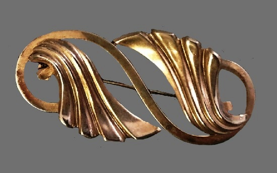 Waves brooch pin of gold tone
