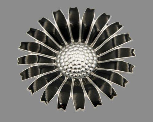 Daisy brooch. 925 silver, black enamel. Denmark
