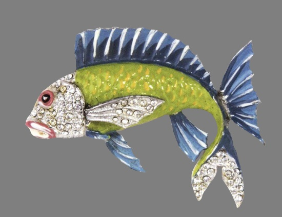 Fish brooch. 1940. Rhodium plated metal, rhinestones, blue and green enamel. 7.5 cm