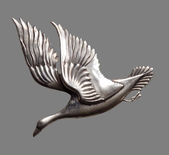 Flying goose brooch, copied from Georg Jensen design by Coro in 1940