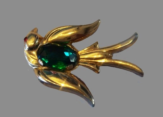 Swallow brooch of gold tone, glass cabochon