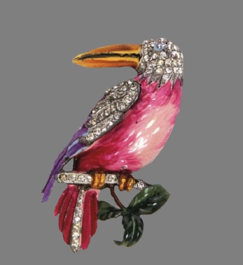 Toucan brooch. 1940. Rhodium plated metal, pink, yellow and green enamel, rhinestones. 7.5 cm