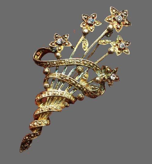 Flower bouquet vintage brooch. Gold tone jewelry alloy, rhinestones