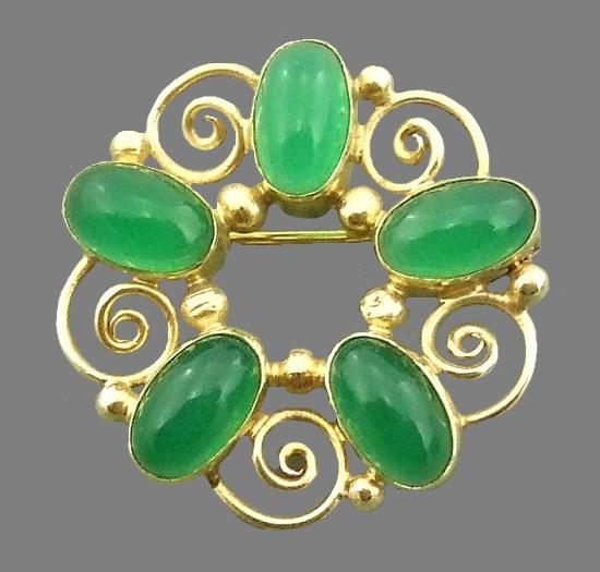 English jewelry designer Dorrie Nossiter
