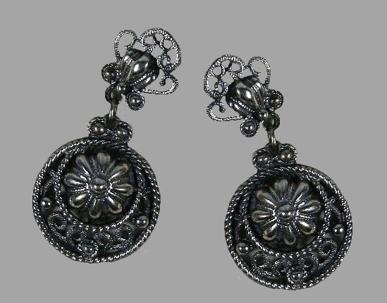 1950s dark silver tone floral design dangle earrings