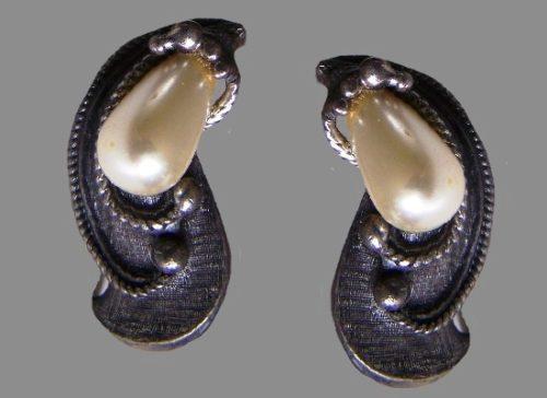 Antique drop shaped pearl earrings of dark silver tone