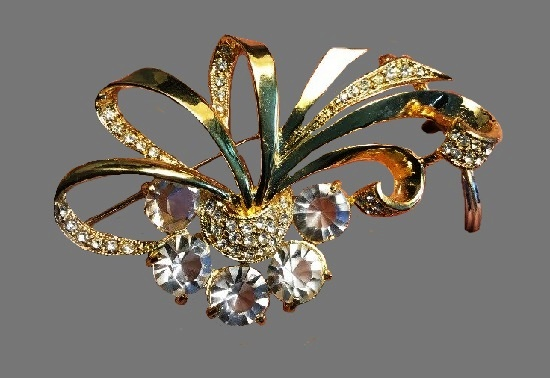 Charming Flower basket gold tone brooch, clear rhinestones