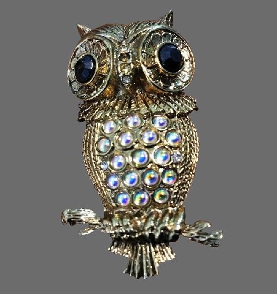 Owl brooch. Gold tone metal, rhinestones, lucite