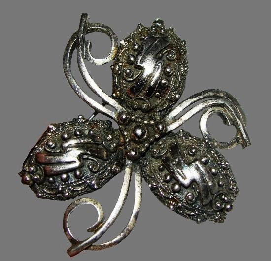 Three petal flower brooch of silver tone