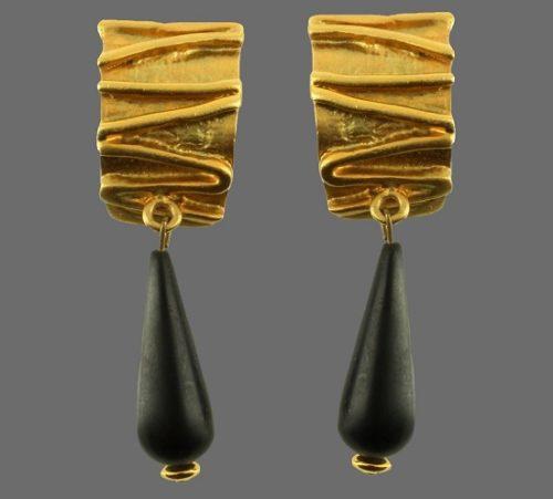 Dangle drop gold tone earrings