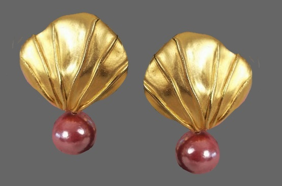 Seashell earrings. Gold tone metal, pink faux pearls