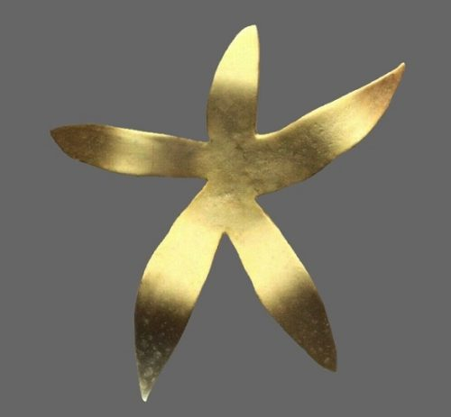 Star flower gold tone brooch