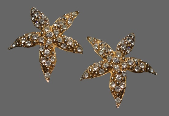Starfish clip. Jewelry alloy of gold tone, rhinestones