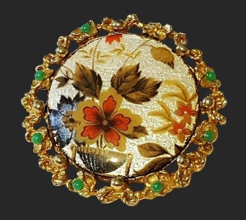 Floral design gold tone round brooch in wreath
