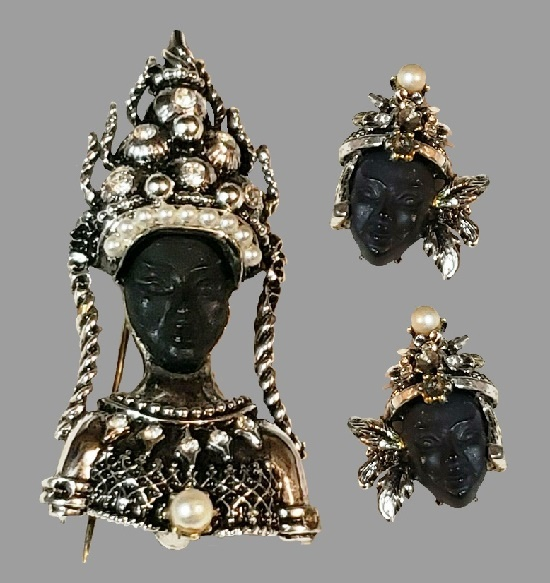 Bali princess fabulous brooch and earring, signed PAM. Jewelry alloy, faux pearls