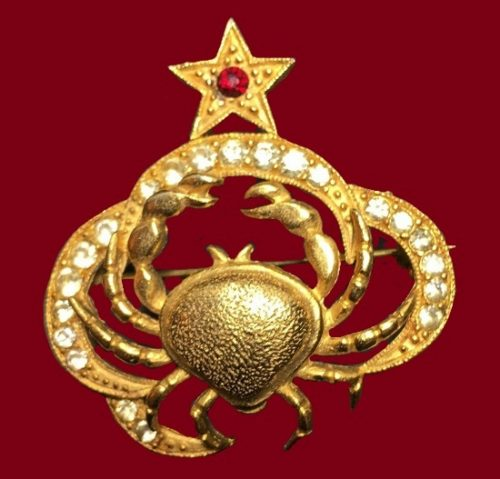 Crab brooch. Gold tone jewelry alloy, ruby r and clear rhinestones
