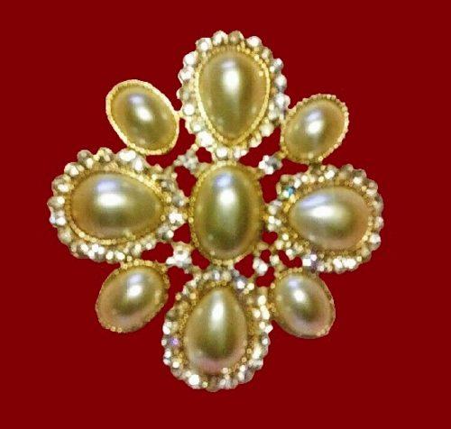 Faux pearl flower shaped gold tone brooch