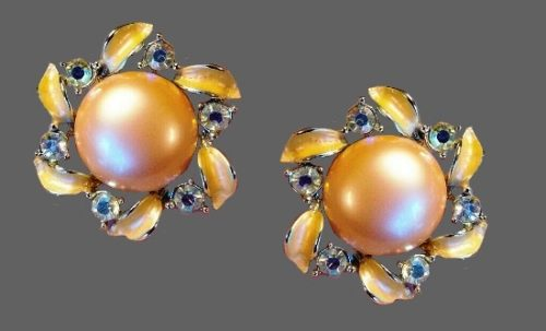 Faux pearl rhinestones flower clip on earrings
