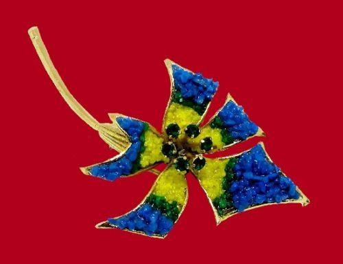 Flower brooch of gold tone, rhinestones, pronged stones