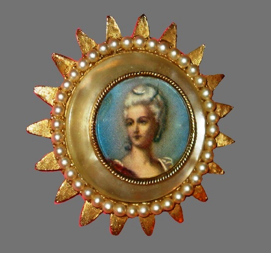 Framed female portrait 1950's pin. Gold tone metal, faux pearls