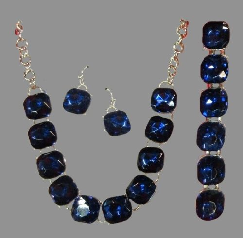 From the 2016 Christmas collection set of necklace, bracelet and earrings