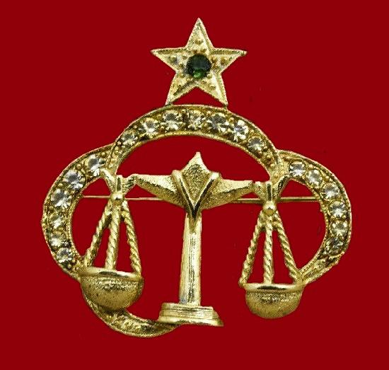 Gemini zodiac sign brooch. Gold tone metal, emerald color stone, clear rhinestones