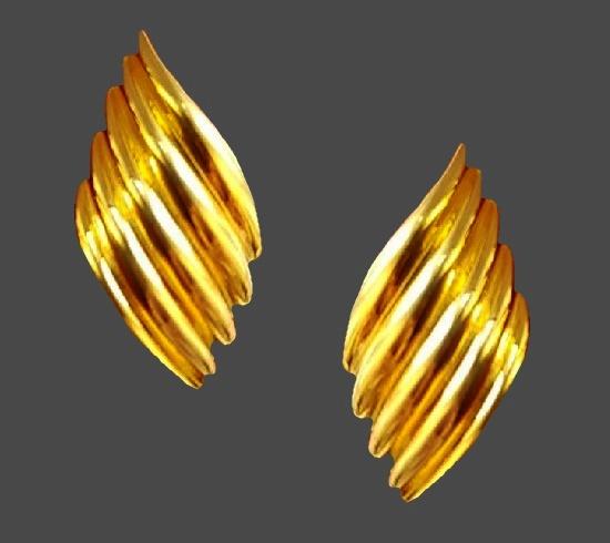 Gold tone clips. 3.5 cm. 1980s
