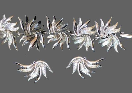 Leaf design silver tone bracelet and earrings