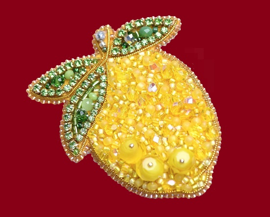 Lemon brooch from the collection 'Fruit'. Czech beads, faceted beads, swarovski crystals, Japanese beads, crystals. 6,5 cm