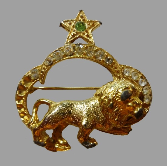 Lion Zodiac sign brooch pin. Gold tone metal, rhinestones