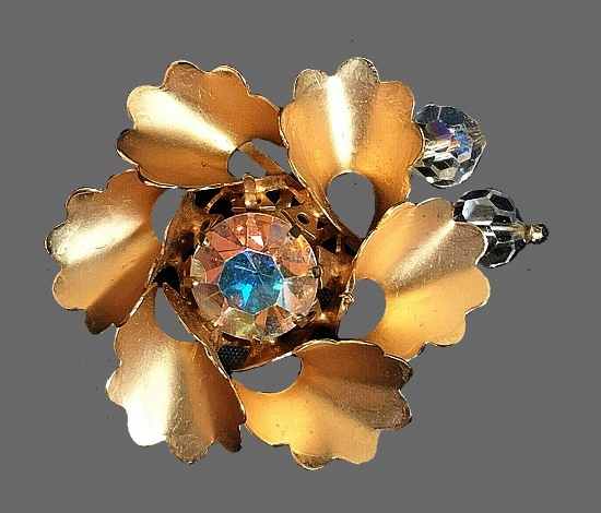 Matte gold metal flower rhinestones brooch