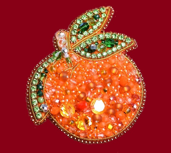 Tangerine brooch from the collection 'Fruit'. Czech beads, faceted beads, swarovski crystals, Japanese beads, crystal ribbon, strass chain. 7cm