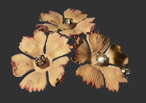 Three flower brooch. Jewelry alloy, enamel, clear crystals