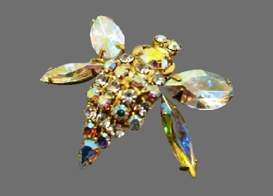 Bee brooch. Gold tone metal, rhinestones, glass cabochons
