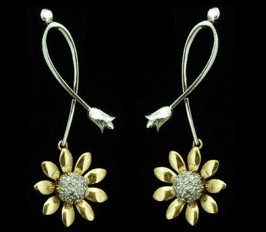 Daisy flower earrings. 14K gold, diamonds