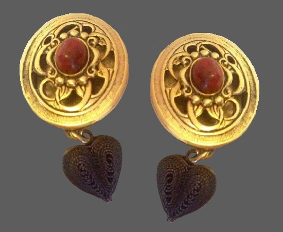 Dangling heart cabochon earrings