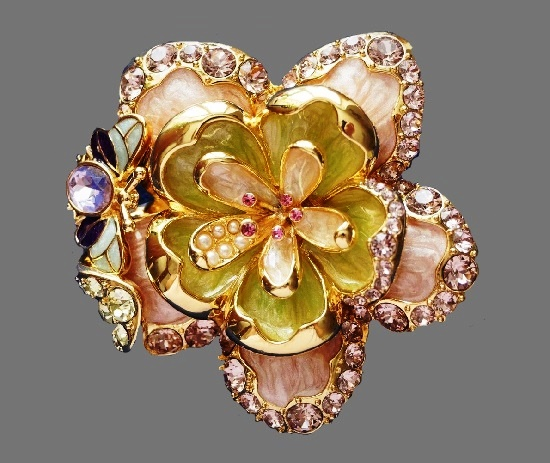 Delicate flower brooch. Gold tone, mother of pearl, enamel, crystals. 1990s. 5,7 cm