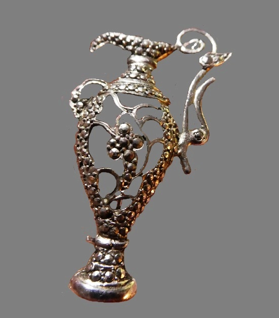Ewer silver tone metal, marcasite brooch