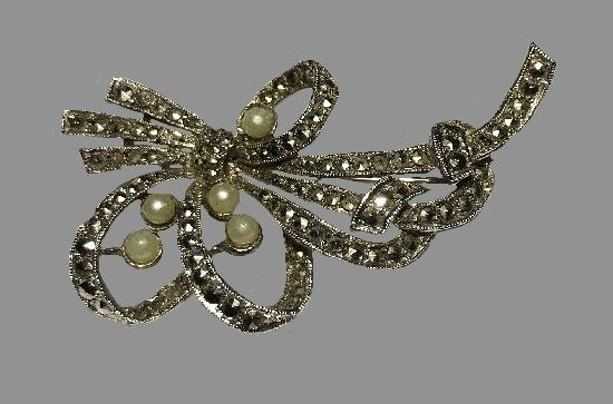 Faux pearl, marcasite silver tone brooch pin
