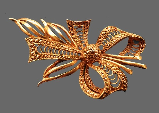Filigree Bow Bouquet. Gold tone metal, marcasite